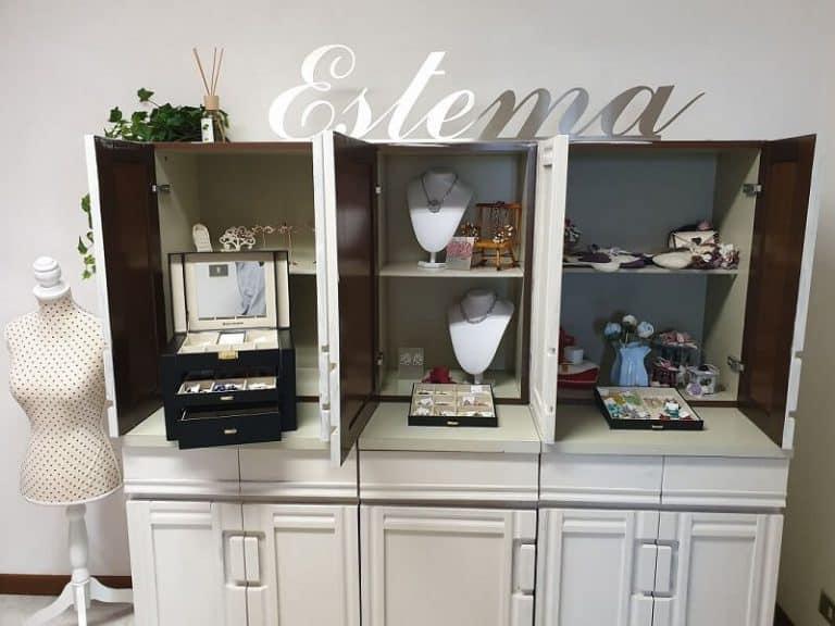 Showroom Estema. Esposizione di bigiotteria, gioielli, orecchini, decorazioni e idee regalo a Verona