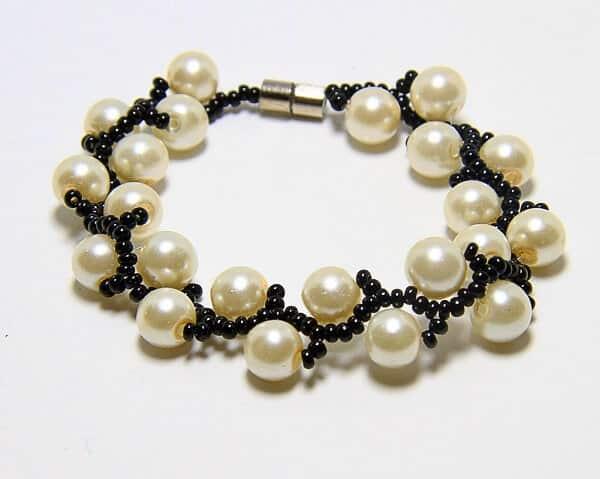 Bracciale fatto a mano in tessitura perle e perline, gioiello artigianali realizzato a mano a Verona