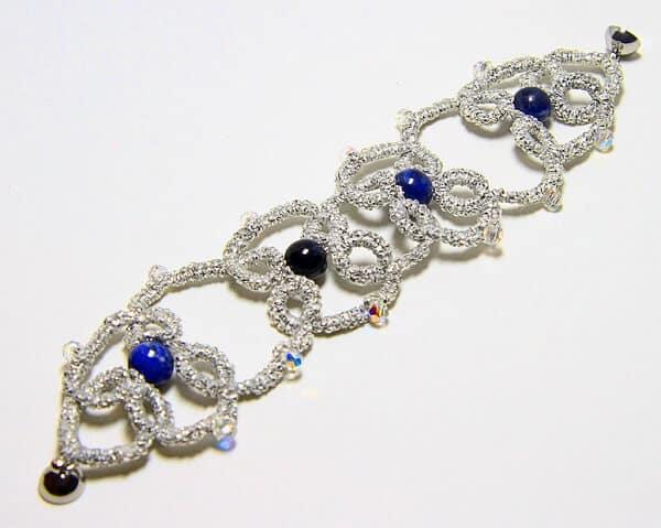 Bracciale in chiacchierino fatto a mano agata blu gioielli artigianali realizzati a mano a Verona