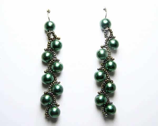 Orecchini fatti a mano in tessitura perle e perline, gioielli artigianali realizzati a mano a Verona