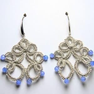 Orecchini in chiacchierino fatti a mano agata celeste, gioielli artigianali realizzati a mano Verona