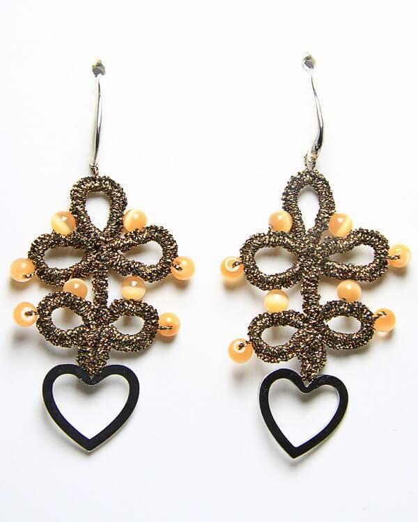 Orecchini in chiacchierino fatti a mano cuore onice, gioielli artigianali realizzati a mano a Verona