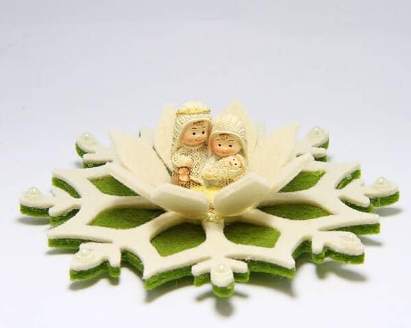 Presepe su fiocco di neve in feltro fatto a mano a Verona decorazioni natalizie artigianali a Verona