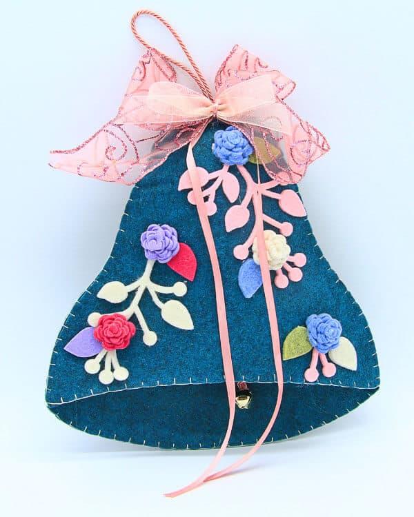 Campana in feltro con fiori fatta a mano, decorazioni artigianali realizzate a mano a Verona