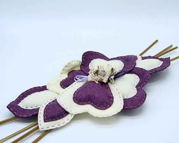 Centrotavola fiore in feltro con inserti in legno fatto a mano, decorazioni artigianali Verona