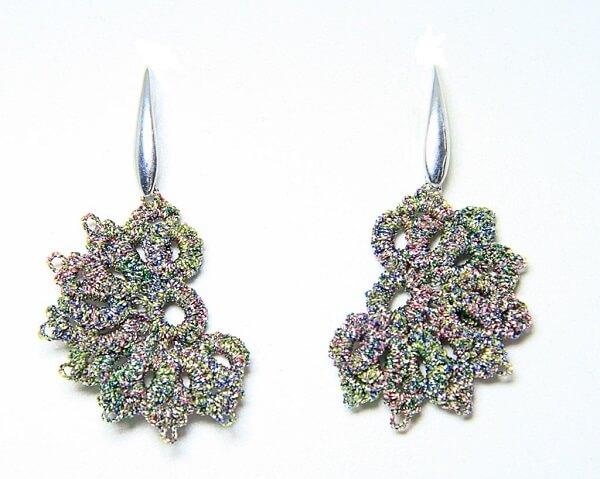 Orecchini in chiacchierino fatti a mano filo yarn multicolore gioielli artigianali realizzati Verona