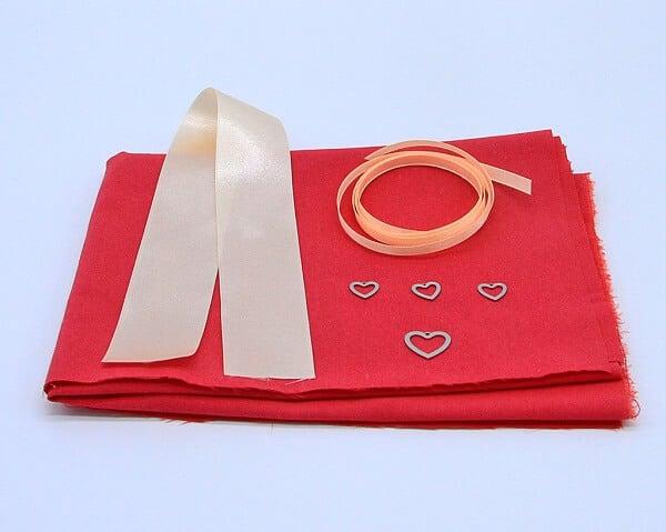 Materiale kit cestino portaoggetti in stoffa e cuori in acciaio Verona. Tutorial per farlo a mano
