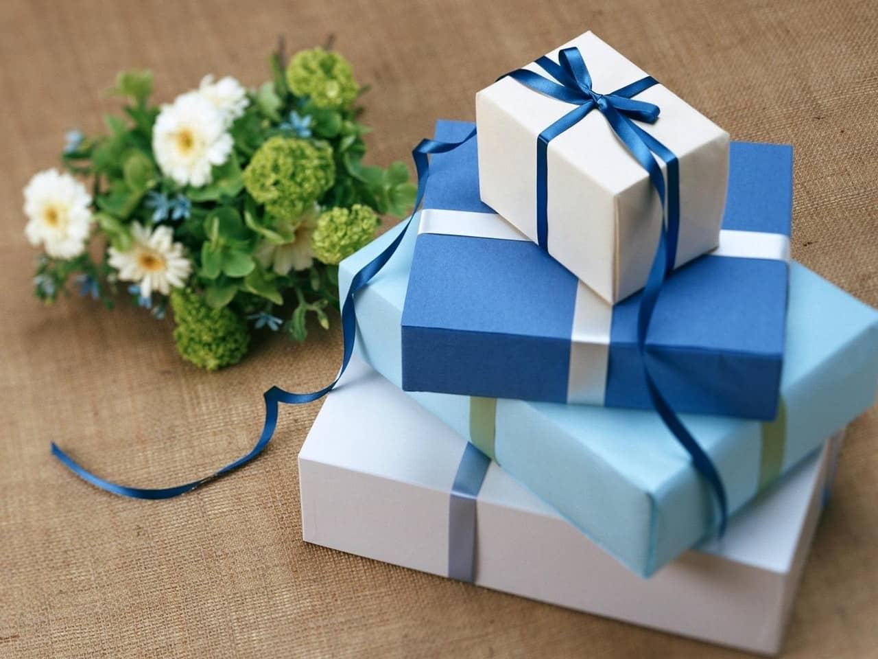 Idee regalo originali per lei: decorazioni e gioielli fatti a mano